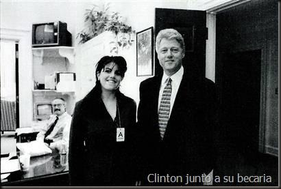 Clinton junto a su becaria